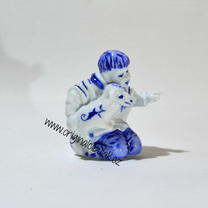 Cibulák Chlapec s ovečkou 7,2 cm originální cibulákový porcelán Dubí, cibulový vzor,
