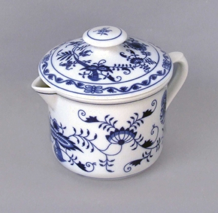 Cibulák Hrnek Vařák velký s hubičkou a víčkem 0,90 l originální cibulákový porcelán Dubí, cibulový vzor,