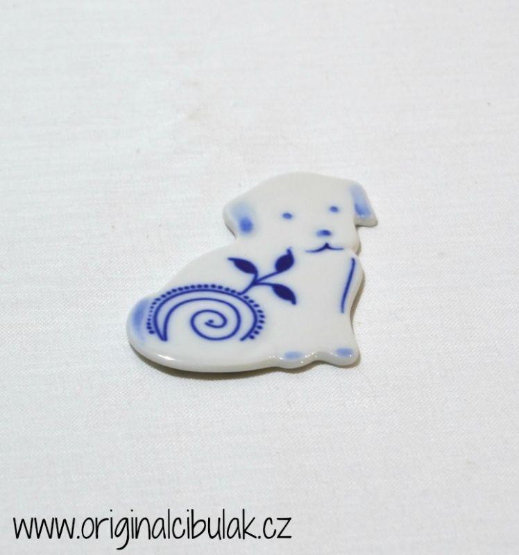 Cibulák Magnetka pejsek 6,3 cm, originální cibulákový porcelán Dubí, cibulový vzor,