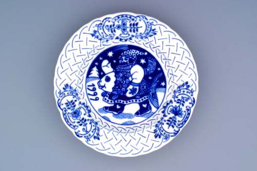 Cibulák Talíř výroční 1999 závěsný reliéfní 18 cm , originální cibulákový porcelán Dubí , cibulový vzor,