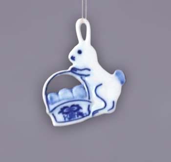 Cibulák Velikonoční ozdoba zajíček s košíkem závěs 5,6 cm originální cibulákový porcelán Dubí, cibulový vzor