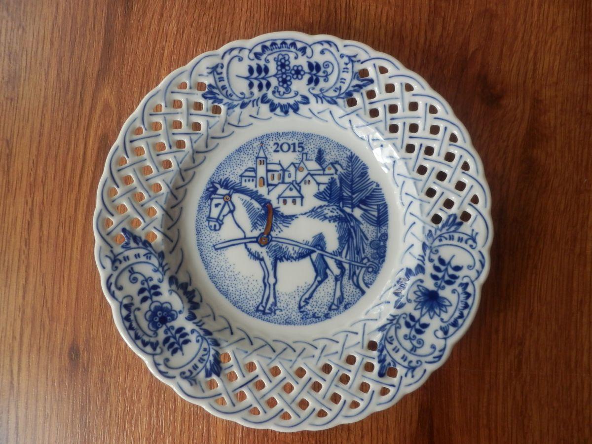 Cibulák talíř výroční 2015 závěsný prolamovaný 18 cm originální cibulákový porcelán Dubí, cibulový vzor,
